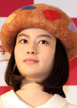 橋本愛の顎が太った画像.png